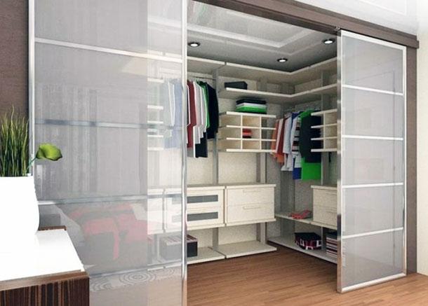 Современная стильная гардеробная комната, фото