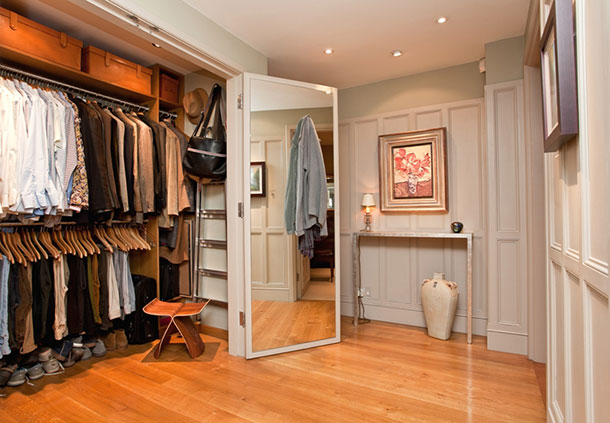Дизайн гардеробной комнаты в прихожей квартиры