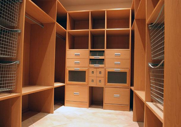 Пример преоразования кладовки в гардеробную комнату