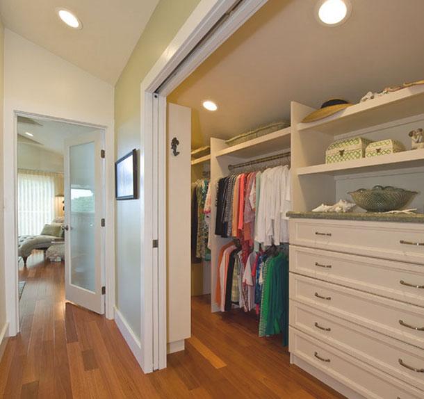 В чем преимущества гардеробных комнат