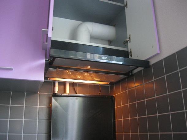 Вытяжки для кухни с отводом в вентиляцию: особенности, достоинства и недостатки